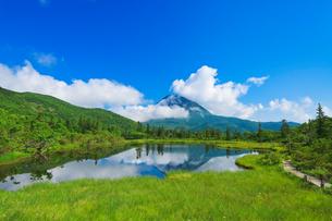 三の沼と羅白岳の写真素材 [FYI01742679]