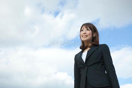 笑顔のビジネスウーマンの写真素材 [FYI01742804]