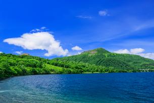 洞爺湖と有珠山の写真素材 [FYI01743420]