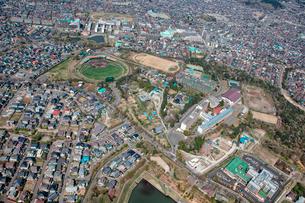 仙台市青葉区国見ケ丘にある東北福祉大学施設の航空写真の写真素材 [FYI01743811]