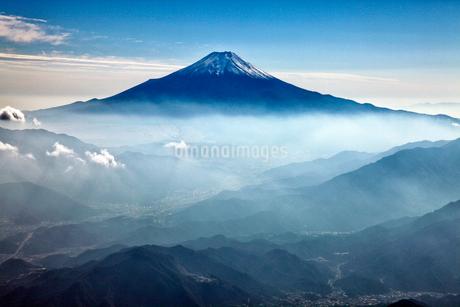 山梨県側から富士山の航空写真の写真素材 [FYI01744005]