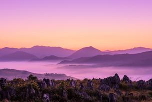 秋吉台の雲海の写真素材 [FYI01744065]