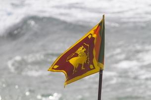 浜辺でスリランカ国旗の写真素材 [FYI01744088]
