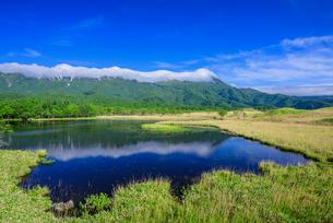 知床連山と一湖の写真素材 [FYI01744222]