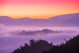 竹田城の雲海の写真素材 [FYI01744230]