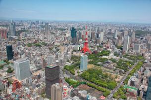 港区芝公園から東京タワーを望む航空写真の写真素材 [FYI01744285]