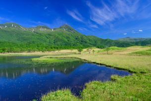 知床連山と一湖の写真素材 [FYI01745807]