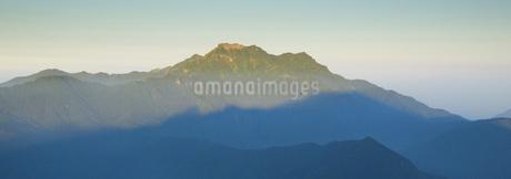 石鎚山の朝の写真素材 [FYI01745860]