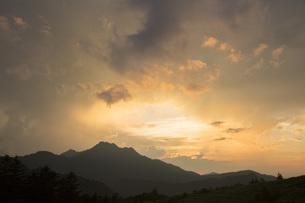 石鎚山の夕陽の写真素材 [FYI01746005]
