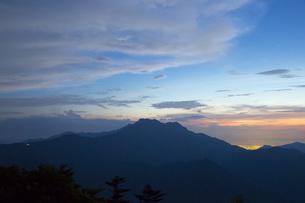 石鎚山の夕暮れの写真素材 [FYI01746046]