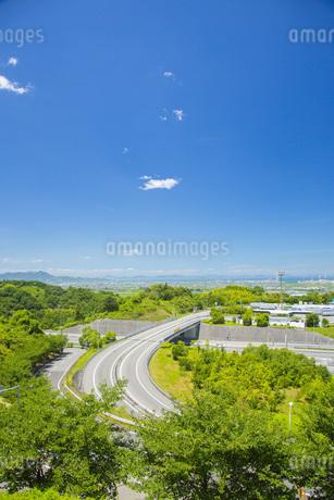 道路と西条市の写真素材 [FYI01746104]