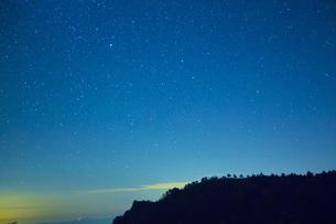 瓶ヶ森と星空の写真素材 [FYI01746111]