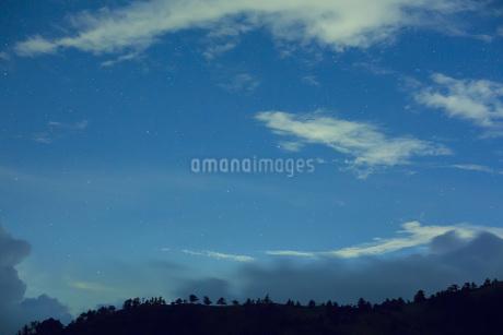 瓶ヶ森と星空の写真素材 [FYI01746203]
