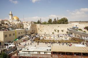 イスラエル,エルサレムの嘆きの壁と岩のドームの写真素材 [FYI01746701]