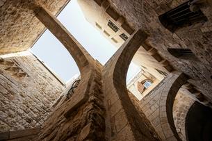 イスラエル,エルサレムのユダヤ教地区の建築物の写真素材 [FYI01746741]