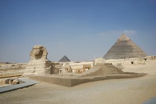 エジプト,ギザのピラミッドとスフィンクスの写真素材 [FYI01746802]