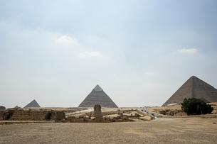 エジプト,ギザのピラミッドとスフィンクスの写真素材 [FYI01747021]