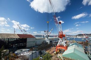 歴史の見える丘より戦艦大和を建造したドック 旧呉海軍工廠の写真素材 [FYI01747188]