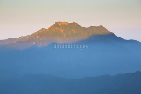 石鎚山の朝の写真素材 [FYI01747250]