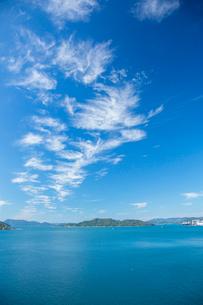 青空と瀬戸内海の写真素材 [FYI01747310]