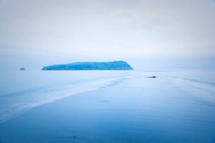 指宿市知林ヶ島の砂州の写真素材 [FYI01747568]