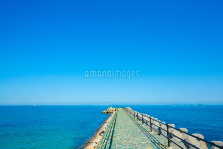 瀬戸内海の波止場の写真素材 [FYI01747596]