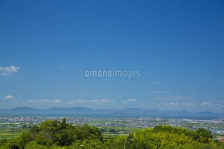 西条市の町並みと瀬戸内海の写真素材 [FYI01747665]