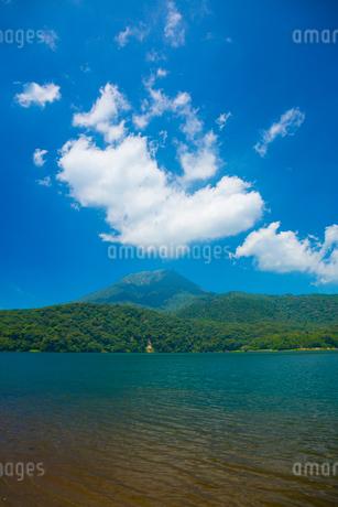 御池より高千穂峰の写真素材 [FYI01747667]