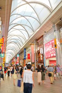 広島市本通商店街の街並みの写真素材 [FYI01747677]