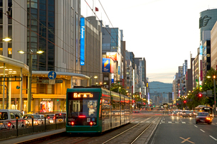 広島市八丁堀交差点の夜景の写真素材 [FYI01747700]