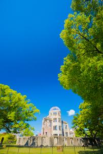 平和のシンボル原爆ドームの写真素材 [FYI01747724]