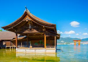 厳島神社の能舞台の写真素材 [FYI01747829]
