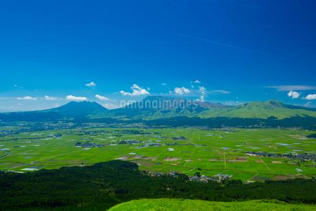 阿蘇大観峰より阿蘇山の写真素材 [FYI01747837]