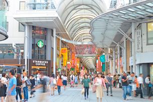 広島市本通商店街の街並みの写真素材 [FYI01747851]