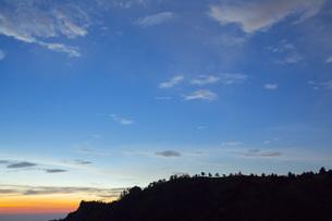 夕焼け空と星の写真素材 [FYI01747891]