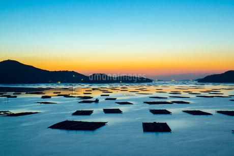 邑久町カキイカダのある風景の写真素材 [FYI01747917]