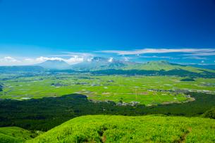 阿蘇大観峰より阿蘇山の写真素材 [FYI01747973]