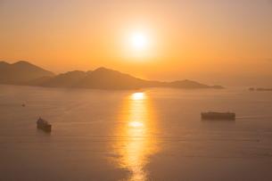 尾道向島より瀬戸内海日の出の写真素材 [FYI01748093]
