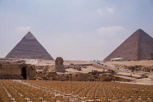 エジプト,ギザのピラミッドとスフィンクスの写真素材 [FYI01748174]