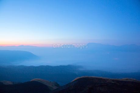 阿蘇大観峰の朝の写真素材 [FYI01748295]