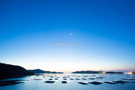 邑久町カキイカダのある風景の写真素材 [FYI01748330]