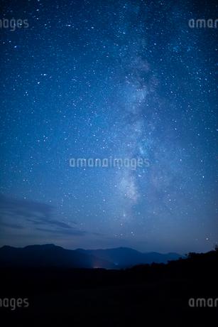 鬼女台より満天の星の写真素材 [FYI01748416]
