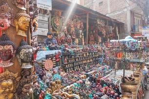 ネパール カトマンズのお土産屋の写真素材 [FYI01748653]