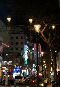 横浜 馬車道ガス灯通りの夜景の写真素材 [FYI01749601]
