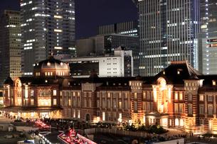 東京駅丸の内駅舎の夜景の写真素材 [FYI01749622]