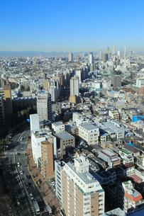 東京都市風景 池袋と春日通りの写真素材 [FYI01749792]