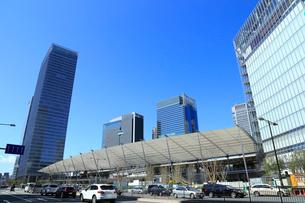 東京駅八重洲口とグランルーフの写真素材 [FYI01749823]