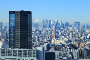飯田橋ファーストタワーと新宿と富士山の写真素材 [FYI01749929]