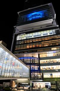 渋谷ヒカリエの夜景の写真素材 [FYI01750080]