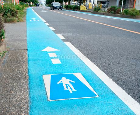 自転車専用レーンの写真素材 [FYI01750191]